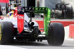 Sebastian Vettel, Red Bull Racing RB10 alerón trasero con pintura flujo