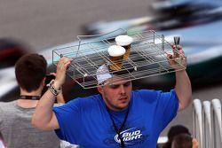 Bierverkäufer auf der Tribüne