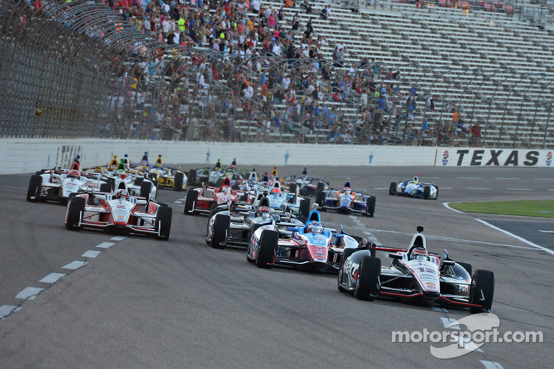 Start: Will Power leads