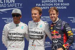 Lewis Hamilton Mercedes AMG F1 segundo; Ganador de la pole position Nico Rosberg, Mercedes AMG F1, y