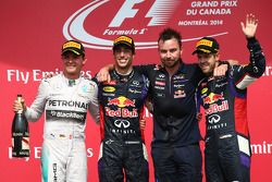 Podio: ganador de la carrera Daniel Ricciardo, Red Bull Racing, , segundo lugar Nico Rosberg, Merced