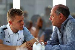Kevin Magnussen, McLaren, mit Ron Dennis, McLaren-Geschäftsführer