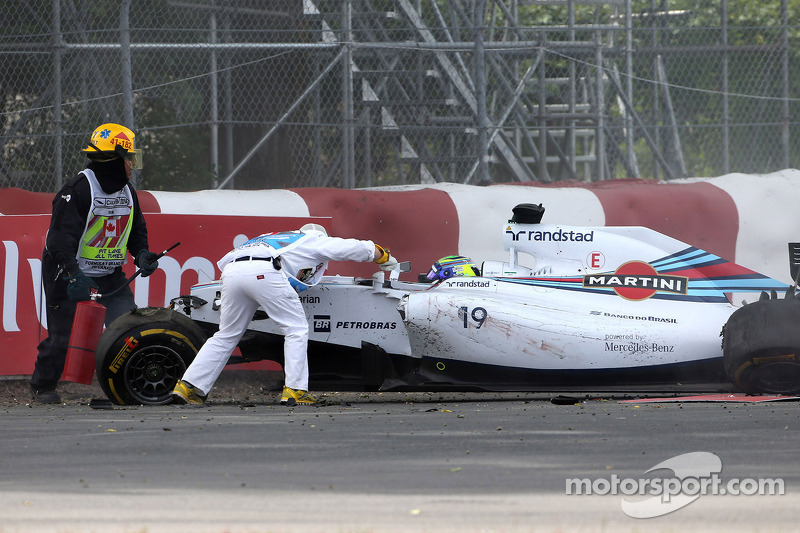 Accident between Felipe Massa, Williams F1 Team, Sergio Perez, Sahara Force India