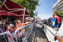 Les fans sont proches de la Ligier JSP2 du OAK Racing