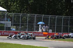 Start: Lewis Hamilton, Mercedes AMG F1 W05; Nico Rosberg, Mercedes AMG F1 W05