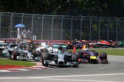 Start of the race, Nico Rosberg, Mercedes AMG F1 Team and Lewis Hamilton, Mercedes AMG F1 Team 08