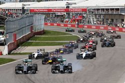 Nico Rosberg, Mercedes AMG F1 W05, bloque en la frenada a lado de Lewis Hamilton, Mercedes AMG F1 W0