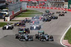 Lewis Hamilton, Mercedes AMG F1 W05 y Nico Rosberg, Mercedes AMG F1 W05 al inicio de l crrera