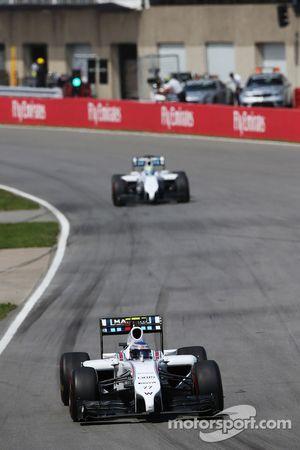 Valtteri Bottas, Williams FW36 devant Felipe Massa, Williams FW36