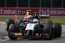 Sergio Pérez, Sahara Force India F1 VJM07 y Daniel Ricciardo, Red Bull Racing RB10