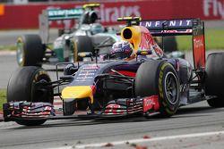 Daniel Ricciardo, Red Bull Racing y Nico Rosberg, Mercedes AMG F1 Team 08
