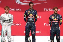 Sieger Daniel Ricciardo, Red Bull Racing, 2. Nico Rosberg, Mercedes AMG F1, 3. Sebastian Vettel, Red