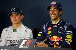 Ganador Daniel Ricciardo, Red Bull Racing en la Conferencia de prensa de la FIA