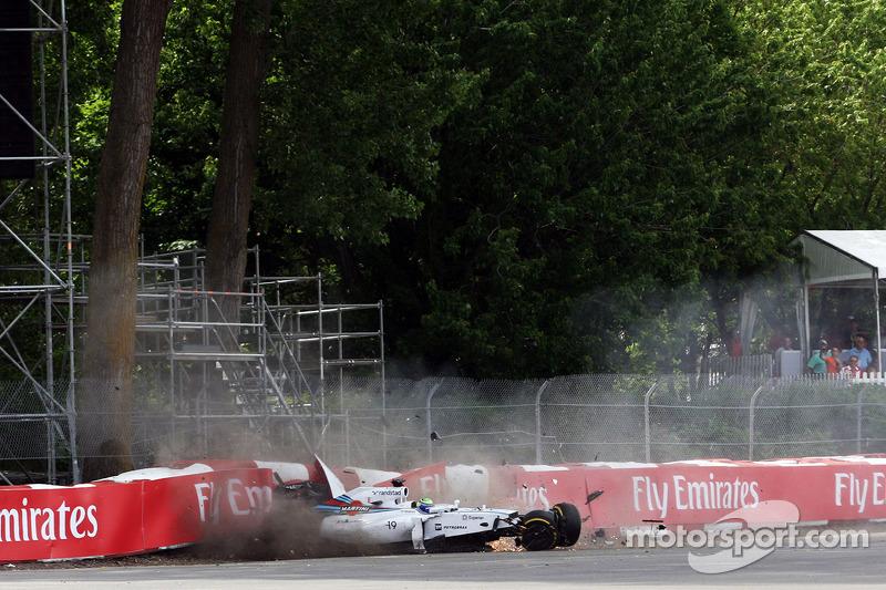 Felipe Massa, Williams FW36 yarışın son turunda kaza yapıyor