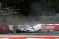 Felipe Massa, Williams FW36 and crashes on the last lap of the race