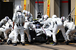 Valtteri Bottas, Williams FW36 pitstop yapıyor