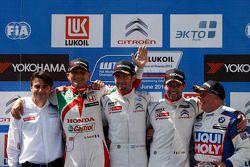 Podio: il vincitore Jose Maria Lopez, il secondo posto Gabriele Tarquini, terzo posto Sébastien Loeb