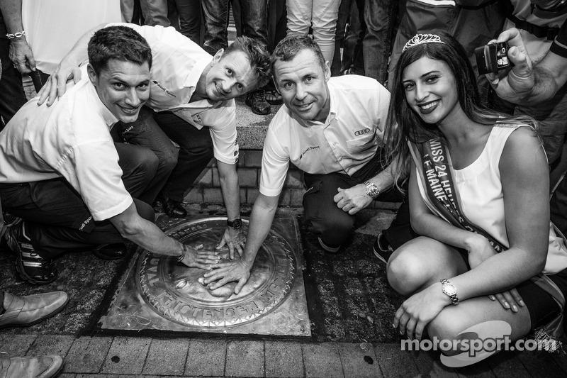 El izi seremonisi: 2013 24 Saat Le Mans Kazanan Loic Duval, Allan McNish ve Tom Kristensen ve Miss 2