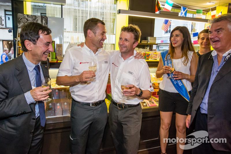 Cerimonia Hand imprint: 2013 24 Ore di Le Mans vincitori Tom Kristensen e Allan McNish con Miss 24 Ore di Le Mans 2014 e Presidente ACO Pierre Fillon