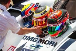 Cascos de Timo Bernhard, Mark Webber, Brendon Hartley