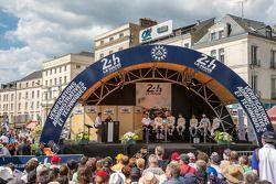 Porsche LMP1 drivers at scrutineering