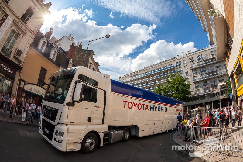 Autotrasportatore Toyota arriva alle verifiche