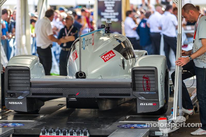 #0 日产全球运动部 日产 Zeod RC 在车检帐篷内