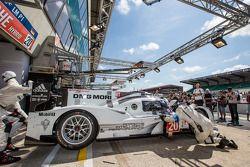 Pit stop #20 Porsche Team Porsche 919 Hybrid: Timo Bernhard, Mark Webber, Brendon Hartley