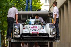 #3 Audi Sport Team Joest Audi R18 E-Tron Quattro : Quitte le camio transporteur