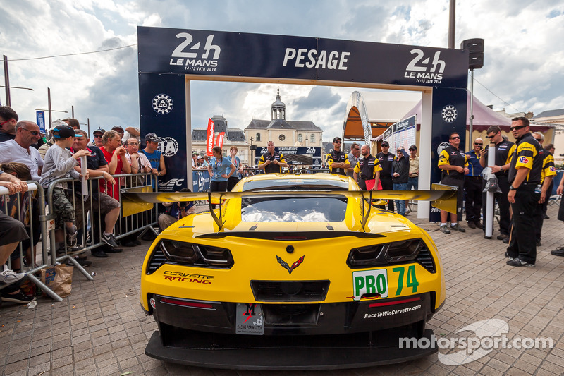 2014: #74 Corvette Racing Chevrolet Corvette C7 arriving at scrutineering