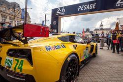#74 Corvette Racing Chevrolet Corvette C7 : Arrivée aux vérifications techniques