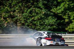 Acidente do #67 IMSA Performance Matmut Porsche 911 GT3 RSR (997): Erik Marris, Jean-Marc Merlin, Eric Helary
