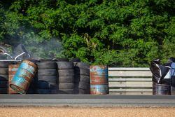 Accident : #67 IMSA Performance Matmut Porsche 911 GT3 RSR (997): Erik Marris, Jean-Marc Merlin, Eric Helary