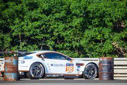 #98 Aston Martin Racing Aston Martin Vantage V8: Paul Dalla Lana, Pedro Lamy, Christoffer Nygaard : En difficulté après le crash de la Porsche 911 n°67