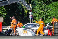 Acidente do #67 IMSA Performance Matmut Porsche 911 GT3 RSR (997): Erik Marris, Jean-Marc Merlin, Er