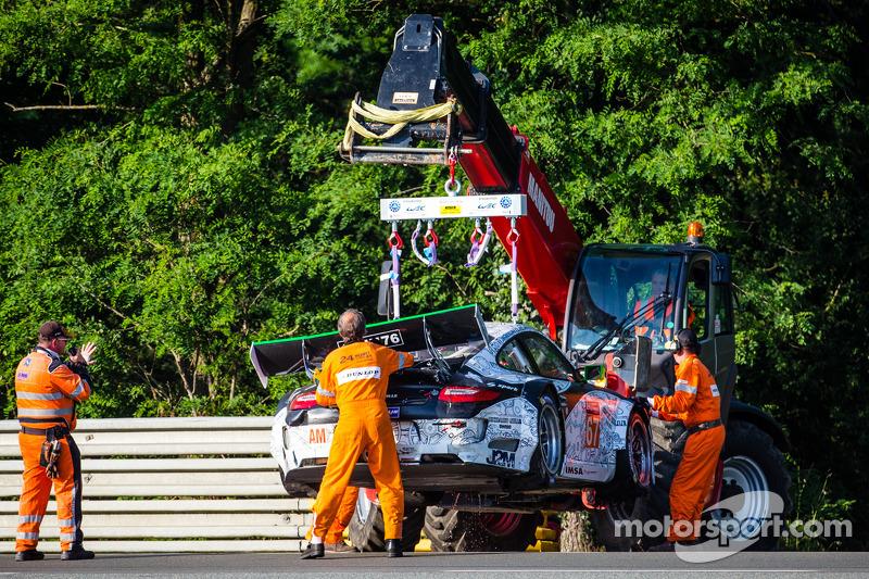 Kaza yapan: #67 IMSA Performance Matmut Porsche 911 GT3 RSR (997): Erik Marris, Jean-Marc Merlin, Eric Helary