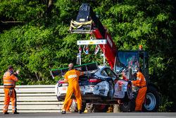 Crash for #67 IMSA Performance Matmut Porsche 911 GT3 RSR (997): Erik Marris, Jean-Marc Merlin, Eric