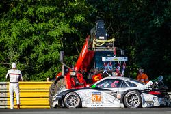 Acidente do #67 IMSA Performance Matmut Porsche 911 GT3 RSR (997): Erik Marris fora do carro