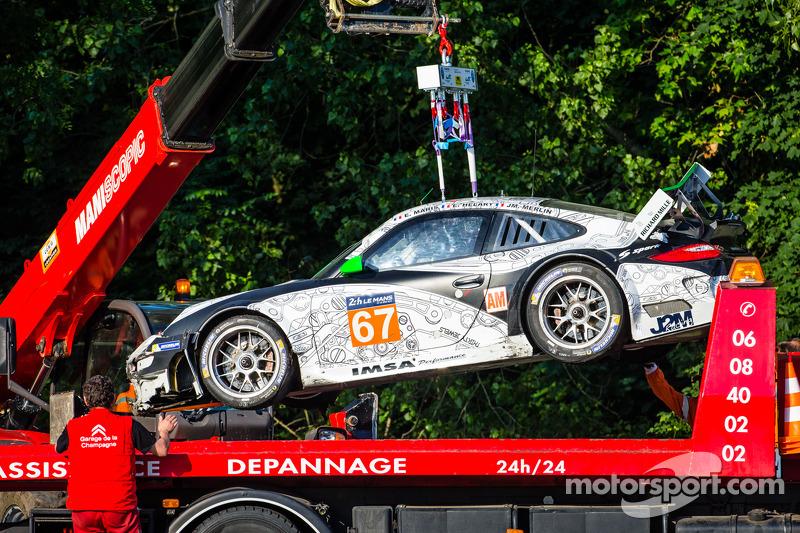 Kaza yapan: #67 IMSA Performance Matmut Porsche 911 GT3 RSR (997)