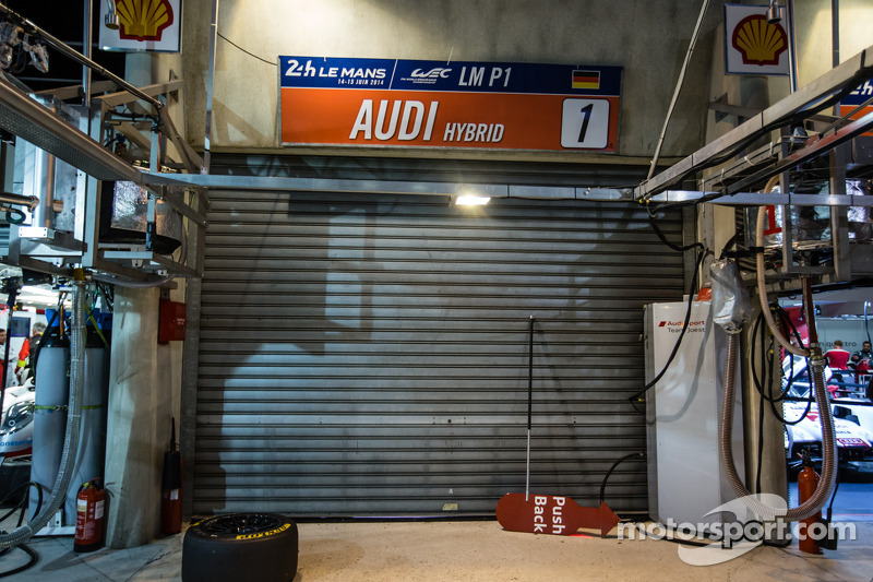 Box do #1 Audi Sport Team Joest fechado