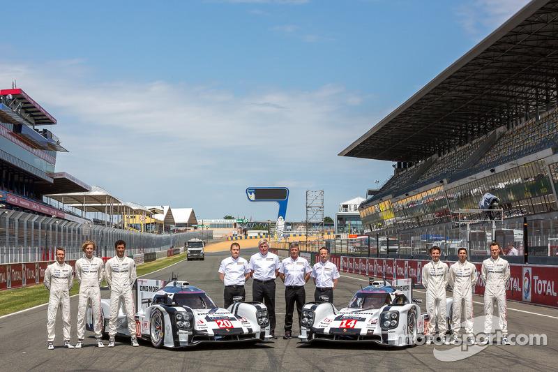 Foto di squadra per il # 14 Porsche team Porsche 919 Hybrid: Romain Dumas, Neel Jani, Marc Lieb e # 20 Porsche team Porsche 919 Hybrid: Timo Bernhard, Mark Webber, Brendon Hartley