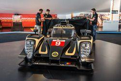 路特斯 T129 LMP1展示:皮埃尔·卡弗,克里斯托弗·布须和克里斯蒂安·阿尔伯斯,和路特斯T129 LMP1新赛车
