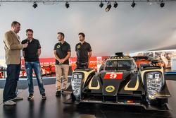Lotus T129 LMP1 presentatie: Pierre Kaffer, Christophe Bouchut en Christijan Albers met de nieuwe Lo