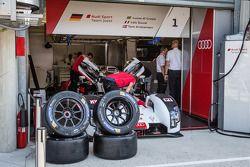 Réparations sur l'Audi R18 e-tron quattro n°1