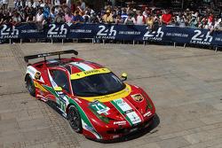 #71 AF Corse Ferrari 458 Italia: Davide Rigon, James Calado, Olivier Beretta