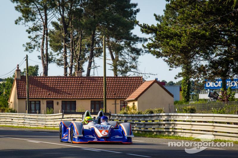 Prototipo biposto a Le Mans prima della sessione di qualifiche