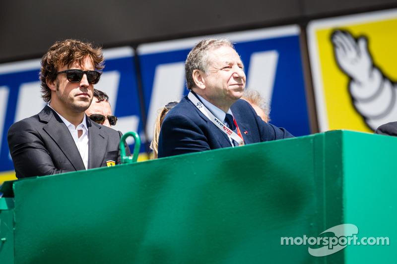 Fernando Alonso y Jean Todt observan la salida de las 24 horas de Le Mans 2014