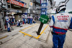 Toyota attend la n°8 dans les stands