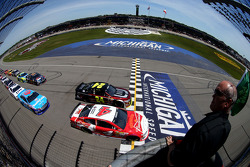 Start: Kevin Harvick, Stewart-Haas Racing Chevrolet lider