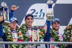 LMP1-H podium: Anthony Davidson, Nicolas Lapierre, Sébastien Buemi